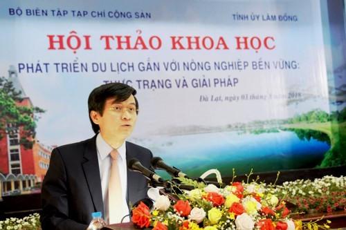 PGS.TS. Đoàn Minh Huấn,Tổng Biên tập Tạp chí Cộng sản phát biểu tại hội thảo. Ảnh: Lâm Quân.