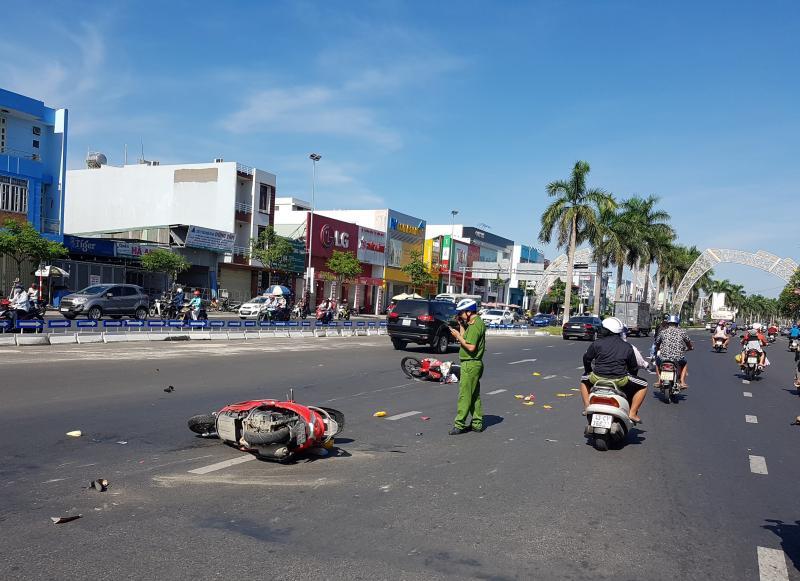 Hiện trường vụ TNGT giữa 2 xe máy khiến nam thanh niên bị thương