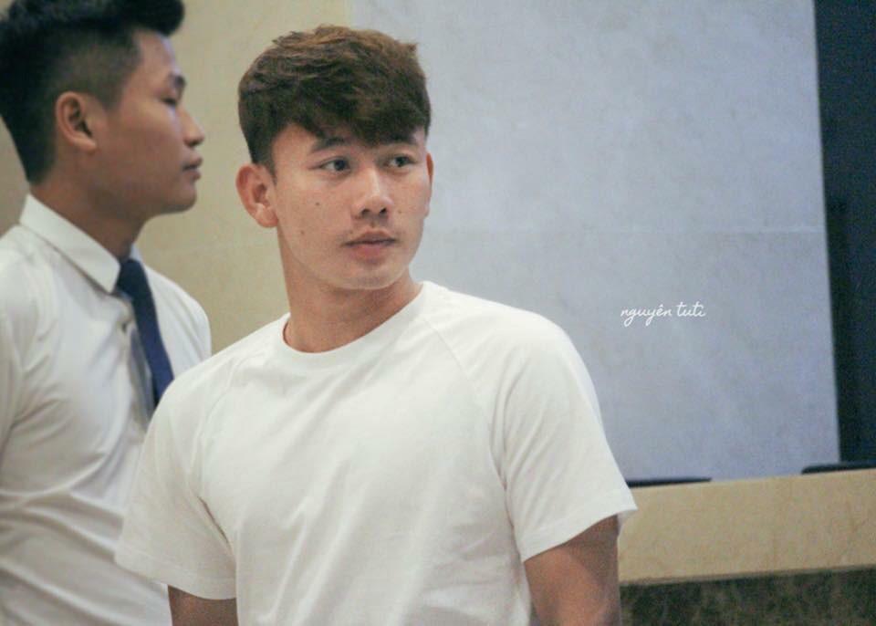 Trần Minh Vương (23 tuổi, quê Thái Bình) - cầu thủ có cú sút phạt xuất thần mang về bàn thắng danh dự cho Olympic Việt Nam trong trận bán kết ASIAD 2018 - đang là cái tên được tìm kiếm nhiều nhất. Dân mạng nhanh chóng