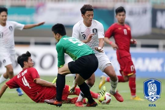Tờ báo Hàn Quốc khen U23 Việt Nam không bao giờ biết bỏ cuộc.