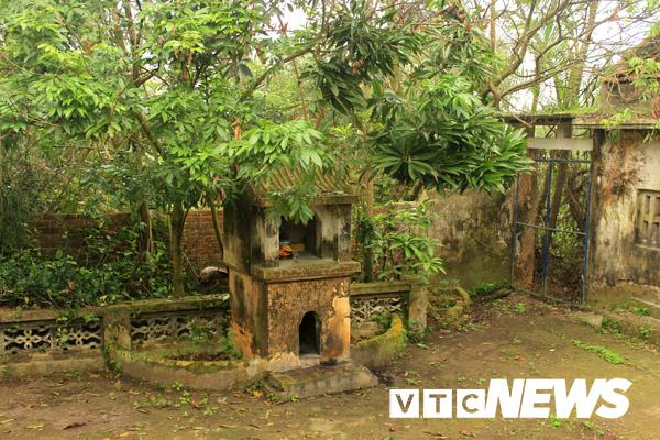 Cây hương trước nhà anh Út (Ảnh: VTC News)