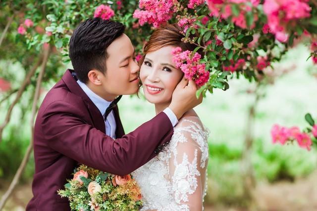 Cô dâu 61 tuổi chia sẻ về quá trình chuẩn bị đám cưới.