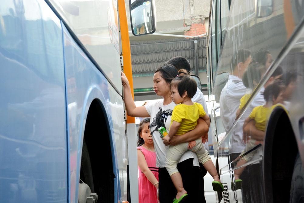 Theo Giám đốc Bến xe Gia Lâm Nguyễn Đức Vui, dịp nghỉ Lễ 2-9-2017, bến xe cũng đã tăng cường 40 lần chuyến, đáp ứng tốt nhu cầu đi lại của người dân. Trong dịp nghỉ lễ này, lượng người đến Bến xe Gia Lâm dự kiến sẽ tăng trong chiều tối 31-8 và sáng 1-9.