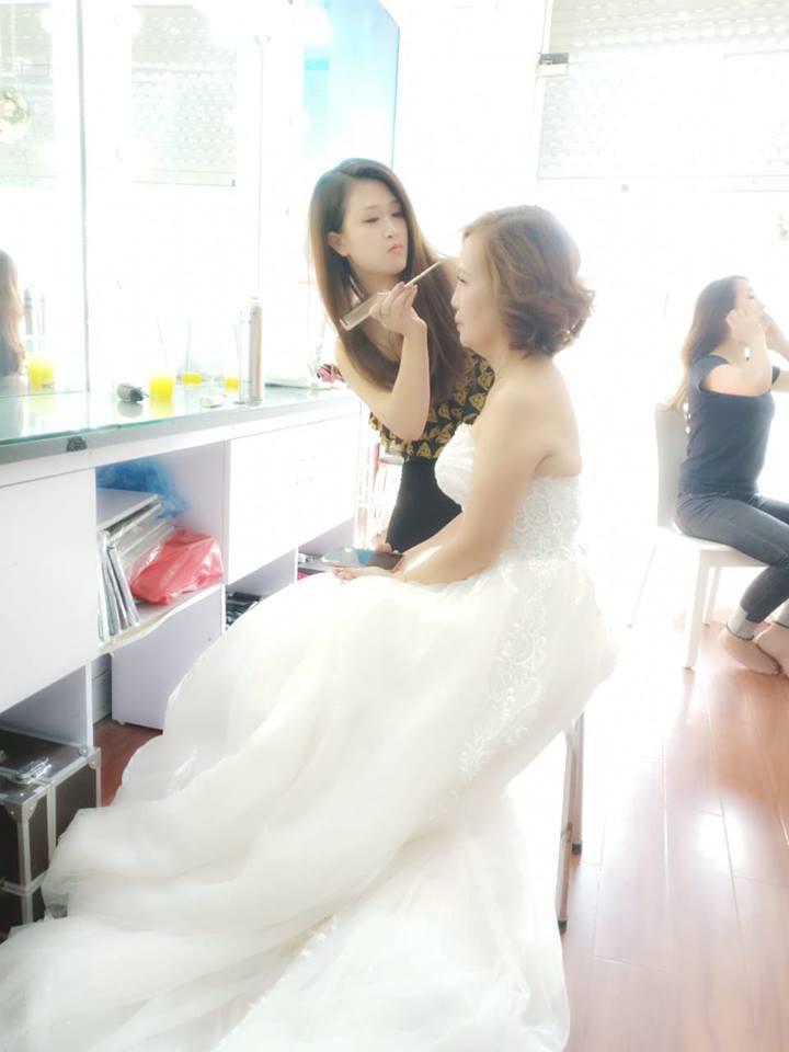 Khi khoác trên mình chiếc váy cô dâu...