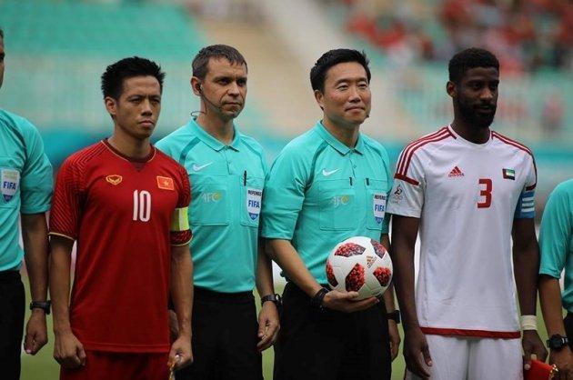 Trọng tài Kim Daeyong đã ra những quyết định có phần thiên vị cho U23 UAE