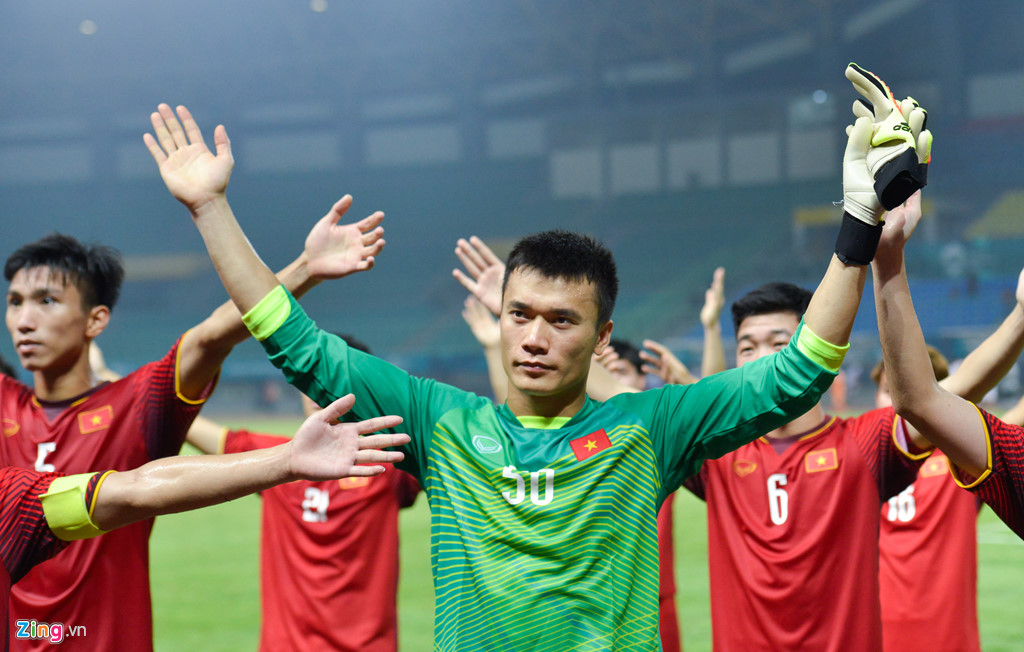 Phong độ cao của Tiến Dũng tạo ra sự yên tâm nơi các đồng đội, góp phần giúp Olympic Việt Nam 5 trận liền không thủng lưới. Ảnh: Việt Hùng.