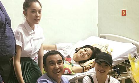 Quyền Linh, Minh Hằng, Dương Cẩm Lynh vào thăm Mai Phương.