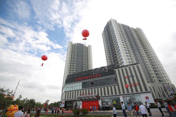 Vincom Plaza Lý Thái Tổ nằm ở khối đế 3 tầng của tòa tháp đôi Vinhomes cao nhất Bắc Ninh.