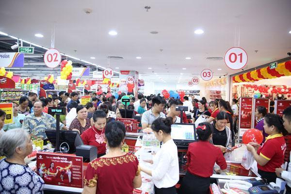 Siêu thị Vinmart tại Vincom Plaza Lạng Sơn đã tiếp đón hàng trăm khách hàng ngay sau khi mở cửa.