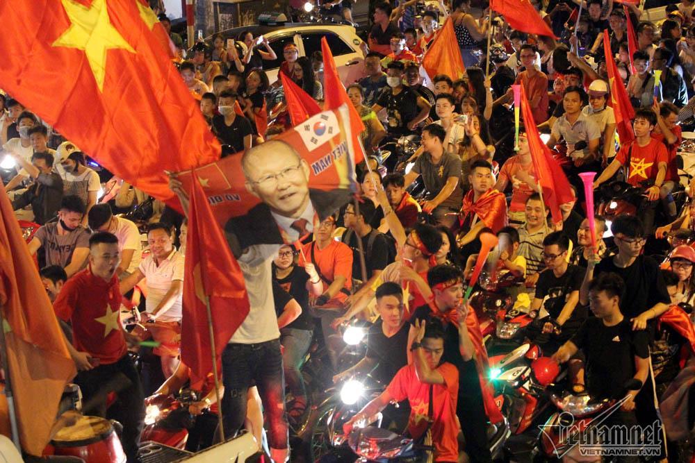 20h tại đường Nguyễn Hữu Huân-  Lý Thái Tổ