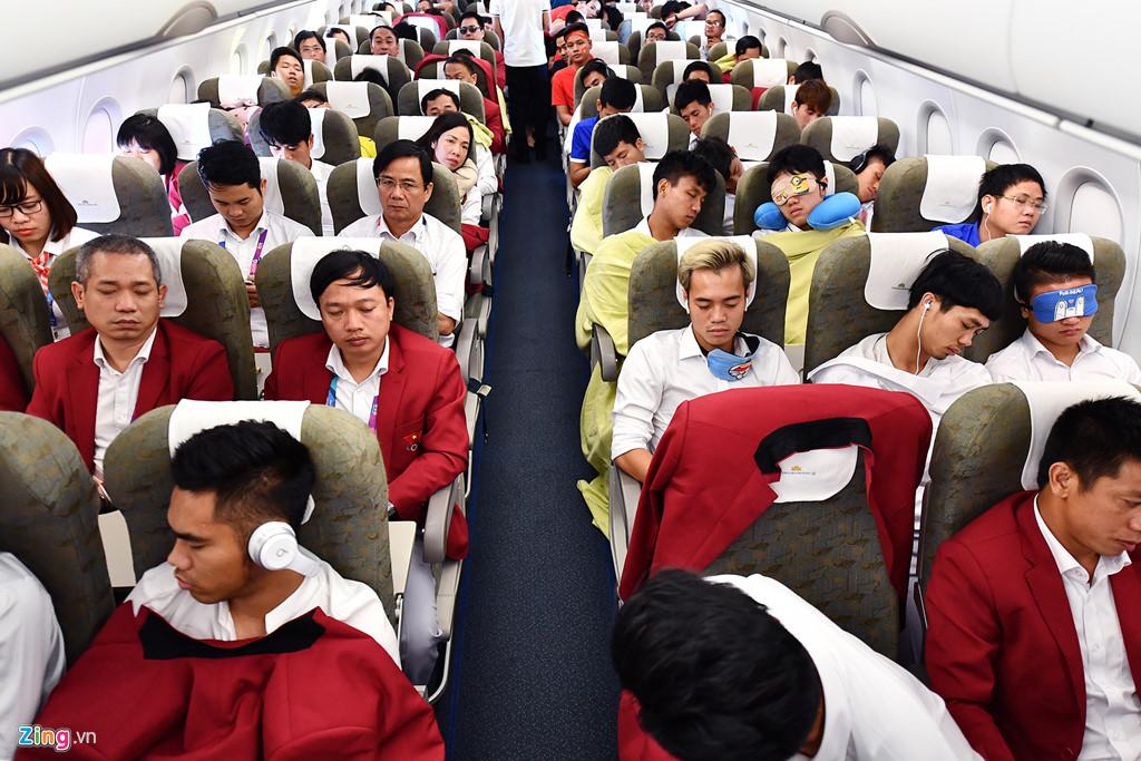 Chuyến bay riêng đón cầu thủ đội Olympic Việt Nam và các VĐV thành tích cao tại ASIAD 2018 mang số hiệu VN9636 cất cánh lúc 10h ngày 2/9 từ thủ đô Jakarta (Indonesia) tới sân bay Nội Bài (Hà Nội).