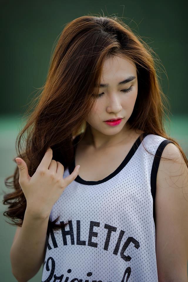 Không khó để nhận ra Lê Thị Thanh có gương mặt xinh đẹp qua những bức hình trên trang cá nhân. Cô sở hữu nước da trắng, đôi mắt to và mái tóc dài quyến rũ.