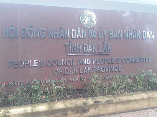 Biển tên HĐND và UBND tỉnh  Đắk Lắk (Ảnh: Cái Văn Long)