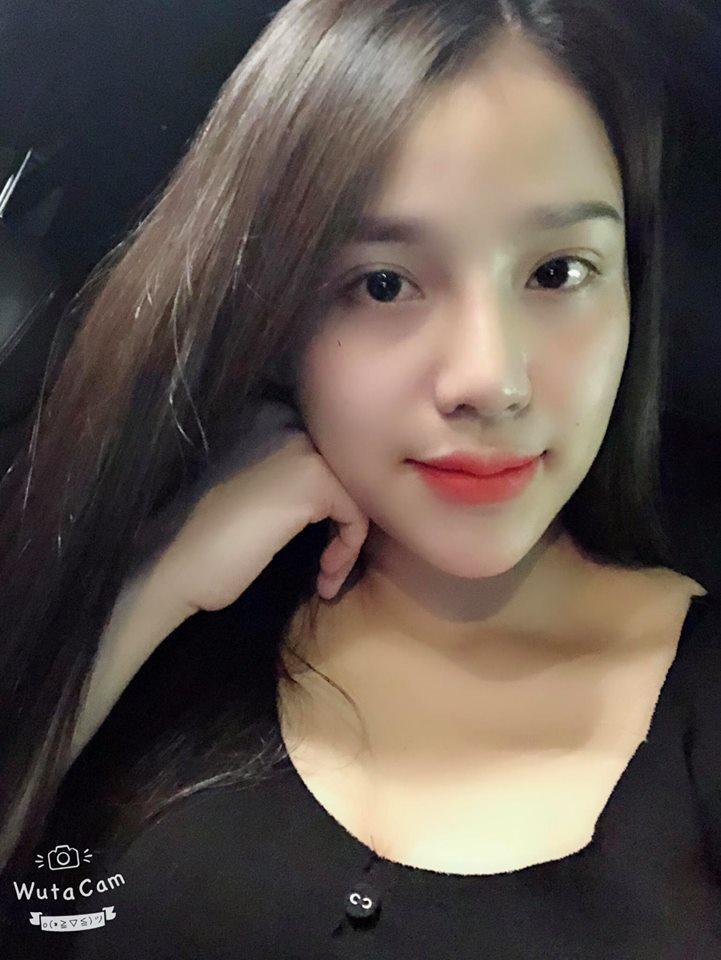 """Được biết, hiện Khánh Linh là chủ một khách sạn tại Bắc Ninh. Có lẽ đây là lý do mà chàng trung vệ đã gọi bạn gái với danh xưng """"giám đốc""""."""