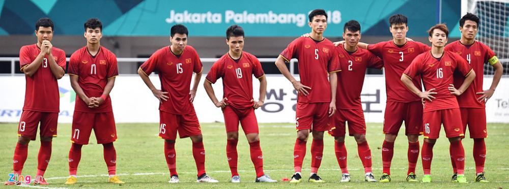 Dù không giành được huy chương tại ASIAD 18, các cầu thủ áo đỏ vẫn là người hùng trong lòng CĐV Việt Nam. Ảnh: Hoàng Hà.