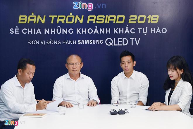 HLV Park Hang-seo và Văn Quyết có buổi chia sẻ tại Zing.vn. Ảnh: Phạm Thắng.