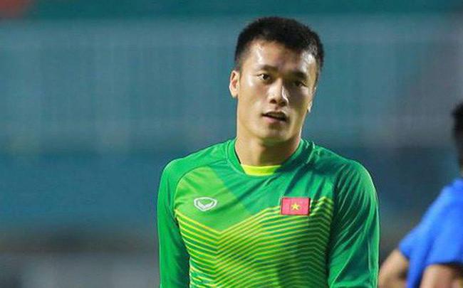 Sau thành công tại giải U23 châu Á và ASIAD 2018, thủ môn Bùi Tiến Dũng là một trong những cầu thủ được dân mạng quan tâm. Nằm trong số các cầu thủ chưa công khai có bạn gái, chuyện tình cảm của chàng thủ thành người Thanh Hóa luôn khiến người hâm mộ tò mò.