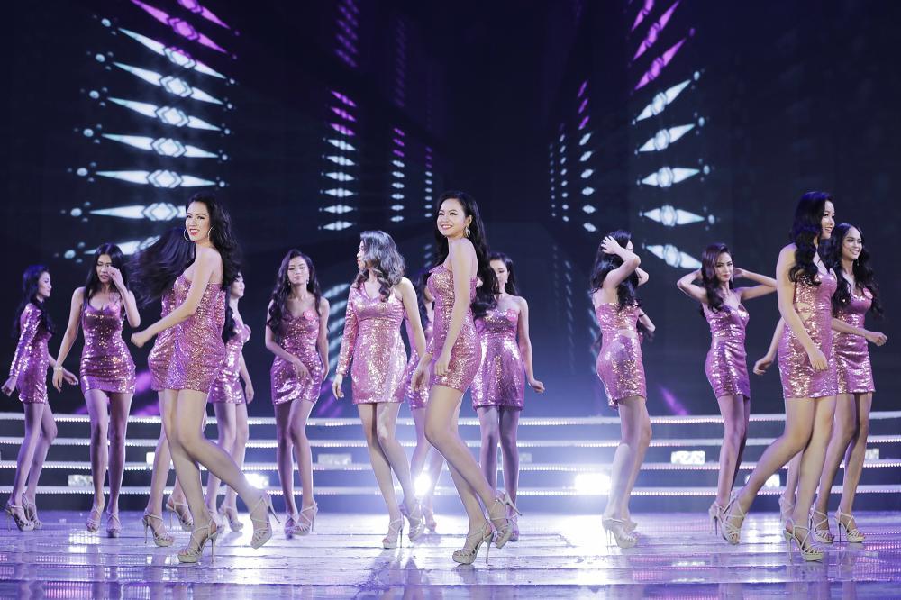 Trực tiếp Chung kết Hoa hậu Việt Nam: Lộ diện top 10 thí sinh đẹp nhất 2
