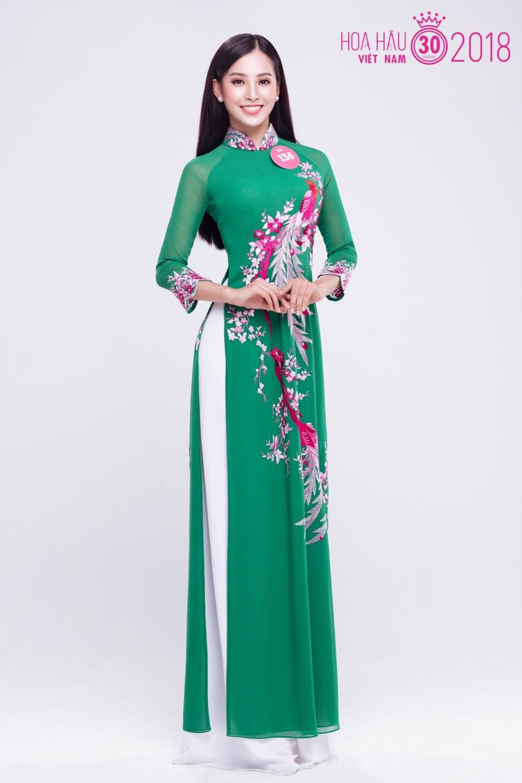 Gương mặt của cô gái này mang nét lai Tây với nụ cười toả nắng. Ngoài ra, Tiểu Vy cũng sở hữu chiều cao khá ấn tượng - 1m74 luôn nổi bật và là ứng cử viên sáng giá cho chủ nhân của chiếc vương miện Hoa hậu Việt Nam 2018.