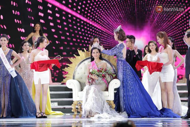 Như vậy, ngôi vị Hoa hậu Việt Nam 2018 đã chính thức thuộc về Trần Tiểu Vy, thí sinh nhỏ tuổi nhất mùa giải năm nay.