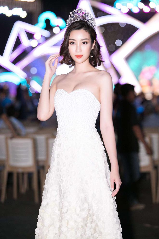 Cũng là 1 trong số những người đẹp nổi tiếng của trường Đại học Ngoại thương, Đỗ Mỹ Linh có thành tích học tập đáng nể.