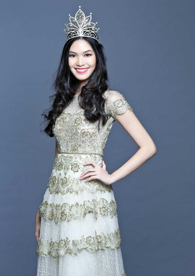 Lớn hơn Tiểu Vy 10 tuổi và đăng quang trước Tiểu Vy đúng 10 năm là Hoa hậu Thùy Dung. Cô cũng đồng thời là đồng hương Quảng Nam với Tân Hoa hậu Việt Nam 2018.