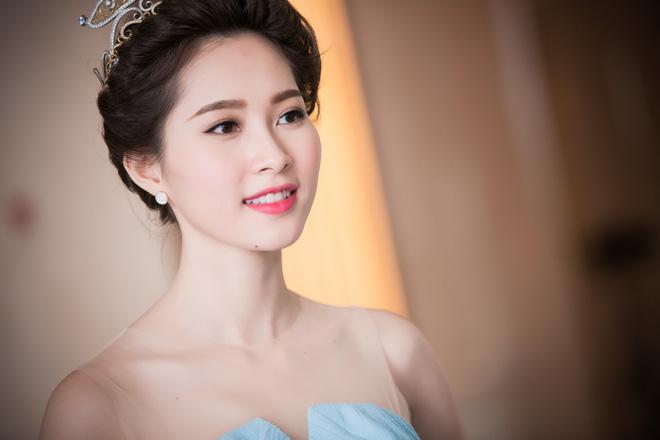 Sinh ra và lớn lên trong khó khăn song Hoa hậu Đặng Thu Thảo vẫn luôn rất chú trọng tới việc học tập.
