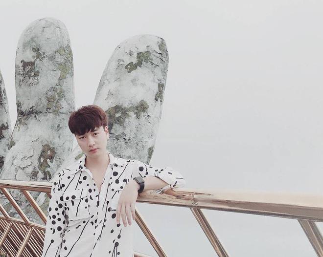 Ngoài đời, Trọng Lân sở hữu gương mặt hiền lành, điển trai kiểu hot boy Hàn Quốc. Phong cách thời trang của anh cũng khá trẻ trung, bắt mắt.