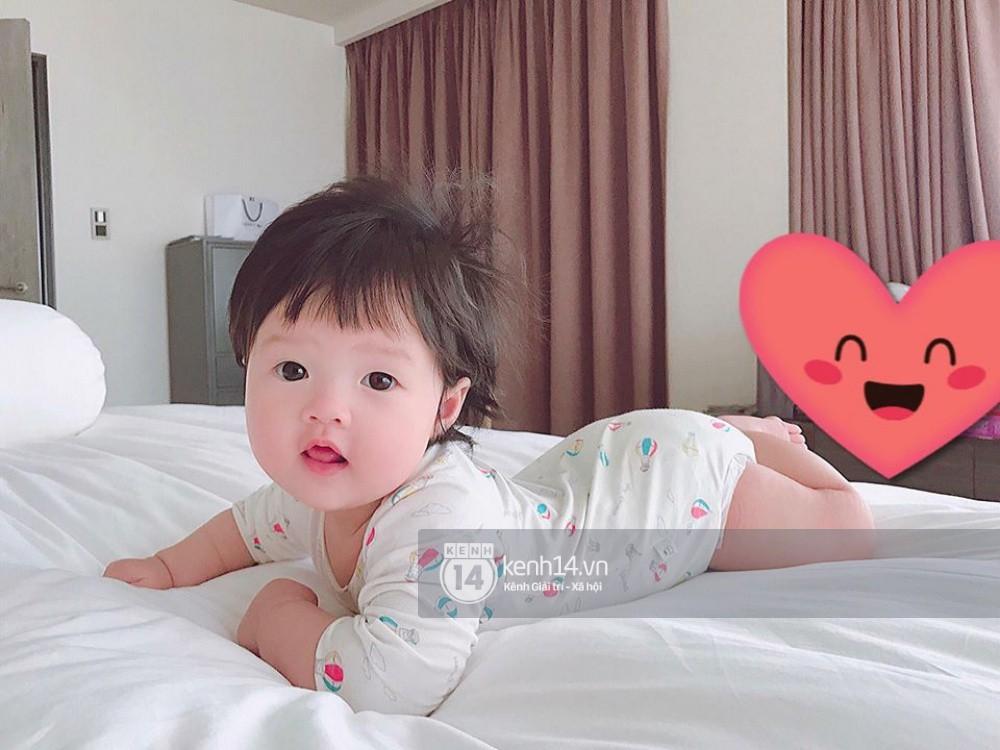 Hình ảnh con đầu lòng tròn 6 tháng của Hoa hậu Thu Thảo.