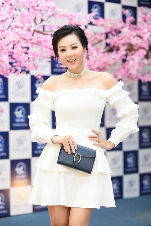 Phong cách thời trang sự kiện của nữ diễn viên cũng đánh mạnh vào những thiết kế khoe sắc vóc, làn da.