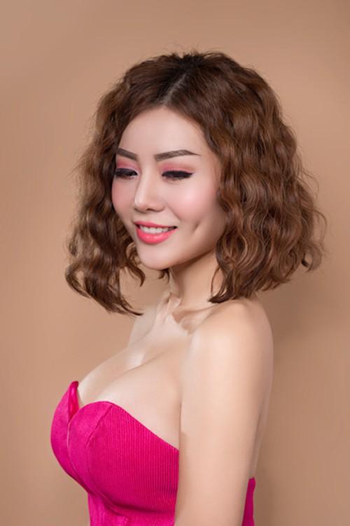 Và ngay cả đến những kiểu cúp ngực cũng được nữ diễn viên trưng dụng thường xuyên.