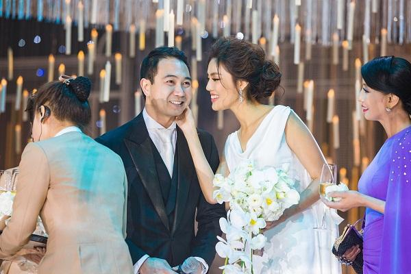 Lan Khuê và ông xã đại gia trong đám cưới.