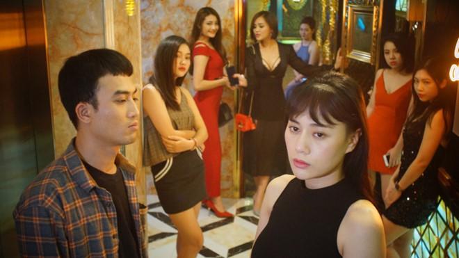 Cảnh và Quỳnh gặp nhau trong một hoàn cảnh trái ngang.