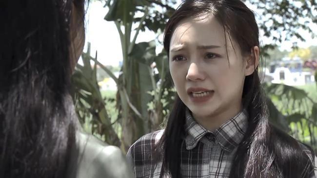 Ở phần 1 của phim Quỳnh búp bê, khán giả không khỏi xót xa khi nghe câu chuyện Lan phải đi làm cave để có tiền trả nợ và cho em gái ăn học.