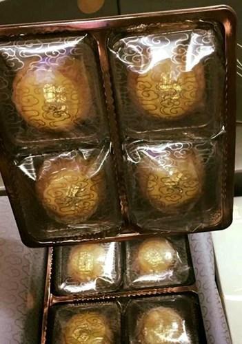 Được quảng cáo là hàng xách tay từ Hong Kong, bánh có giá khoảng 1,1-1,5 triệu đồng/hộp 8 cái. Nếu mua lẻ, giá là gần 140.000 - 200.000 đồng/bánh. Ảnh: Vietnamnet.