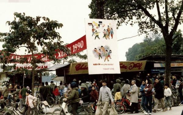 Một góc chợ Tết năm 1999 ở Hà Nội.