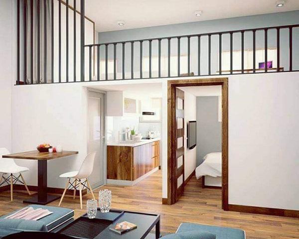 Không gian bếp được thiết kế dưới gầm gác lửng,cạnh cửa sổ nhiều ánh sáng, tuy nhỏ nhưng khá tiện nghi.