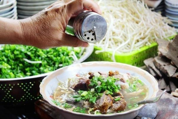 Cháo lòng vốn là món ăn khoái khẩu của người dân Nam Bộ.