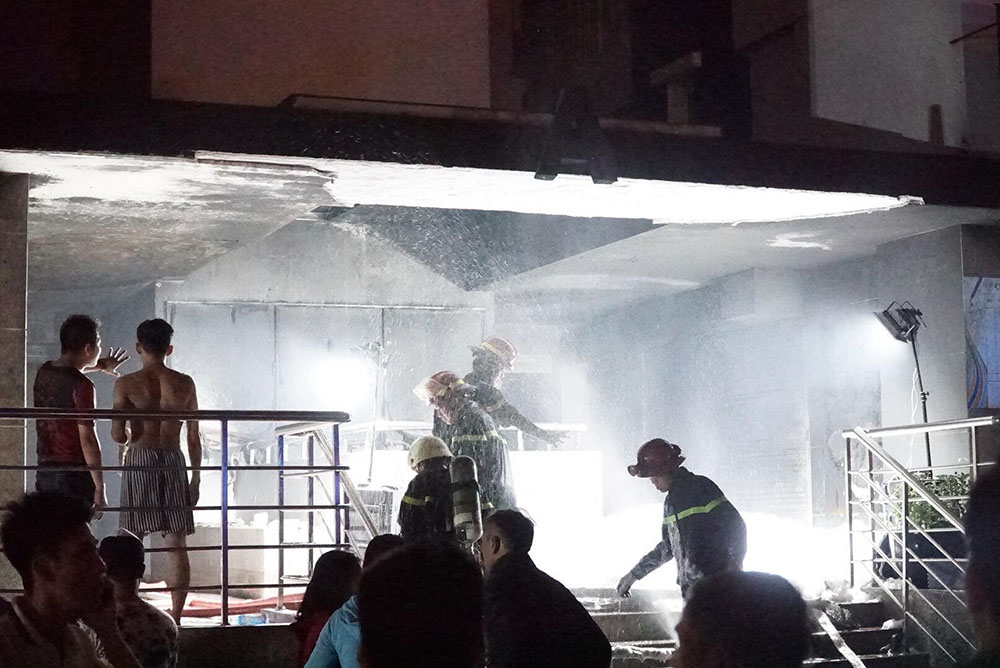Lực lượng CSPCCC nỗ lực dập lửa