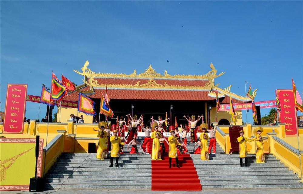 Quang cảnh Đền Hùng Quốc tổ Tân Hiệp ngày khai hội. (Ảnh: Lục Tùng)
