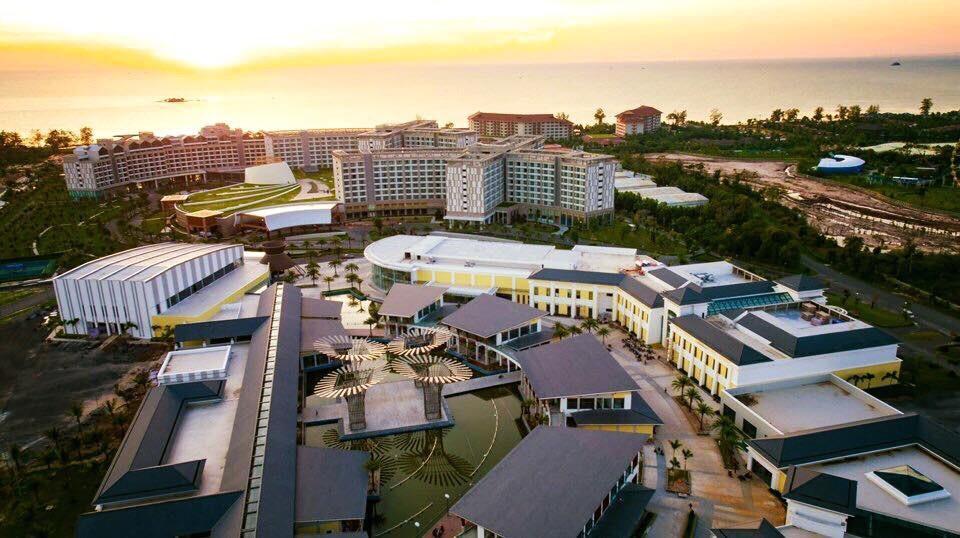 Trước đây, tại hội thảo góp ý vào đề án thành lập đặc khu kinh tế Phú Quốc, tỉnh Kiên Giang cho biết casino được xây dựng trên diện tích 30.000 m2 với 200 - 400 bàn đánh bạc, 2.000 máy chơi bạc, ngoài ra còn có trung tâm hội nghị, hội thảo quốc tế và khách sạn 5 sao 3.000 phòng… Ảnh: mgv.vn.