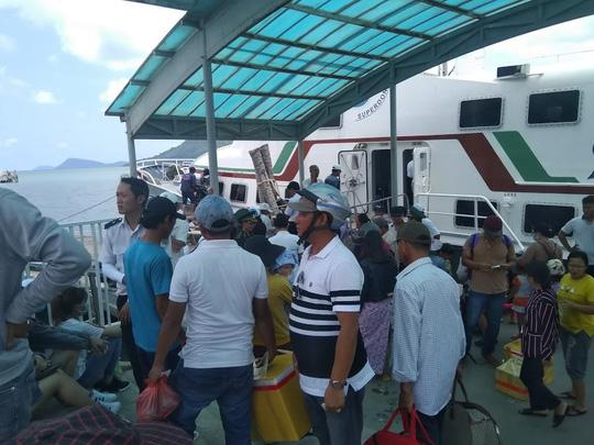 Hàng ngàn hành khách đang kẹt lại đảo Phú Quốc do thời tiết xấu