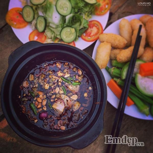 Món kho quẹt chấm rau luộc đặc trưng của miền Tây Nam Bộ.