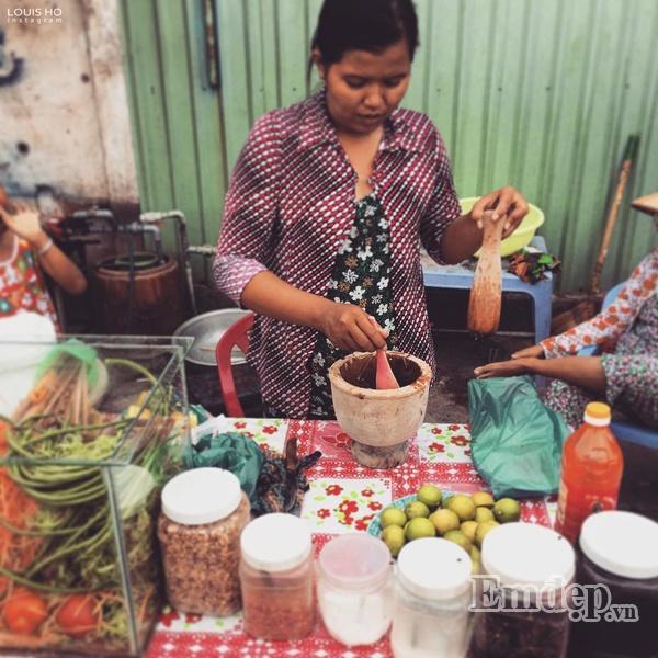 Một quán bán gỏi ba khía đu đủ ở An Giang.