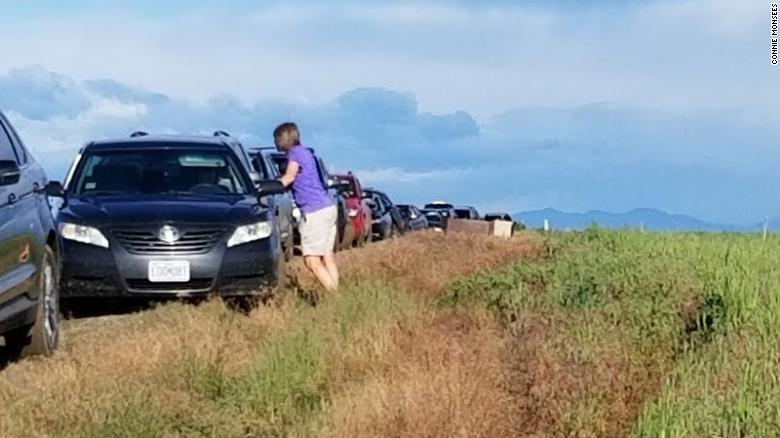 Gần 100 chiếc xe bị mắc kẹt