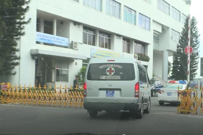 Đoàn xe chở quả tim được CSGT hỗ trợ, rời sân bay tiến về Bệnh viện Chợ Rẫy. Ảnh: cắt từ clip Bệnh viện cung cấp