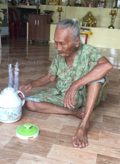 Bà Nguyễn Thị Nhỏ, 90 tuổi, ngườiquản lýmiếu