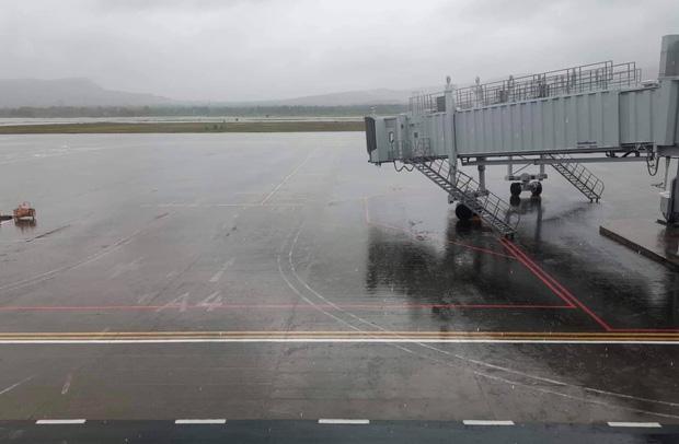 Mưa lớn khiến sân bay Phú Quốc bị ngập