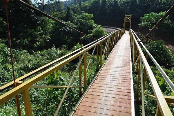 Những cầu treo đặc trưng của vùng núi Bắc Tây Nguyên.