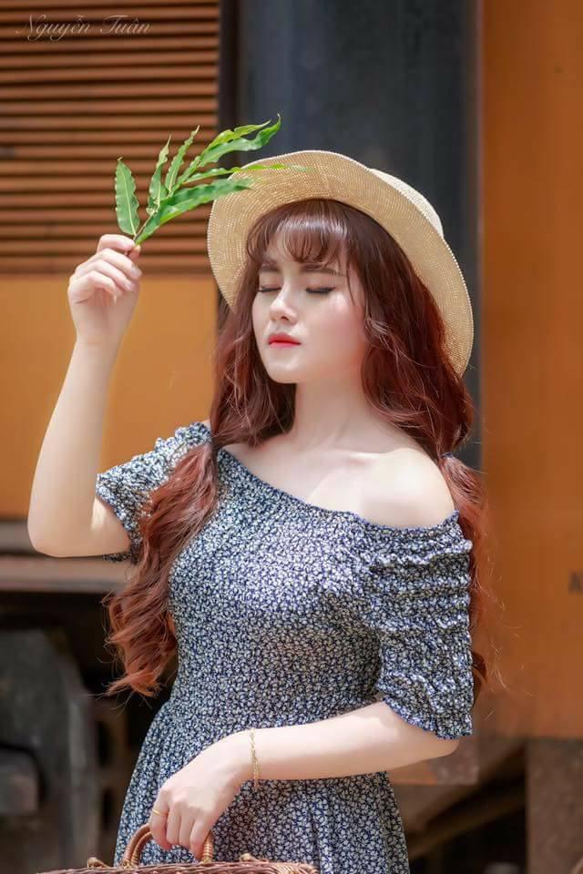 Ngọc Mai tên đầy đủ là Trương Thị Ngọc Mai sinh năm 1994 tại Đắk Nông. Hiện cô nàng đang sinh sống và làm việc tại thành phố Hồ Chí Minh.